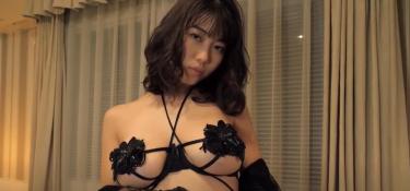 【伊織いお】セクシー下着とニップレスとJカップのグラマーボディで誘惑されちゃう動画
